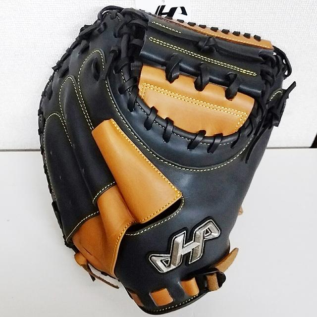 「ハタケヤマ」30周年限定、伊藤光捕手モデル軟式野球キャッチャーミット(ビスケットブラウン×Vブラック)表正面