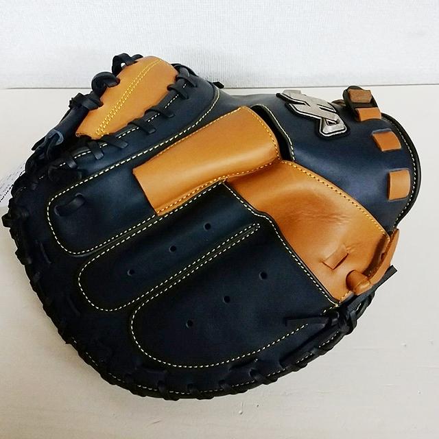 「ハタケヤマ」30周年限定、伊藤光捕手モデル軟式野球キャッチャーミット(ビスケットブラウン×Vブラック)表面左