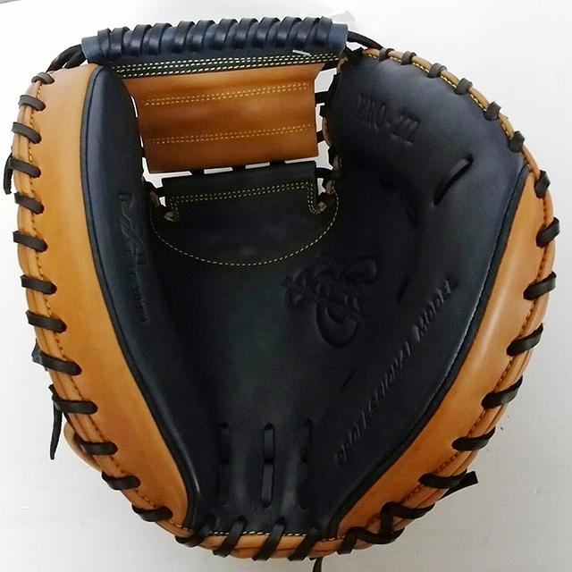「ハタケヤマ」30周年限定、伊藤光捕手モデル軟式野球キャッチャーミット(VブラックXビスケットブラウン)中面