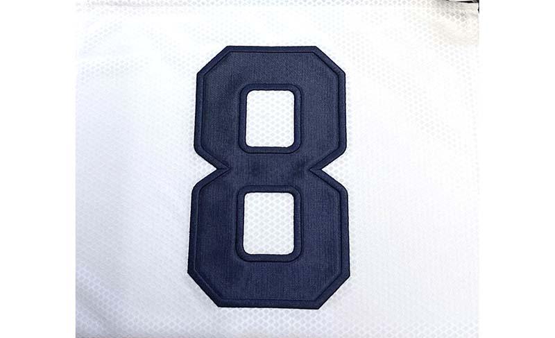 甲子園型に似た形でつくっている某高校の背番号