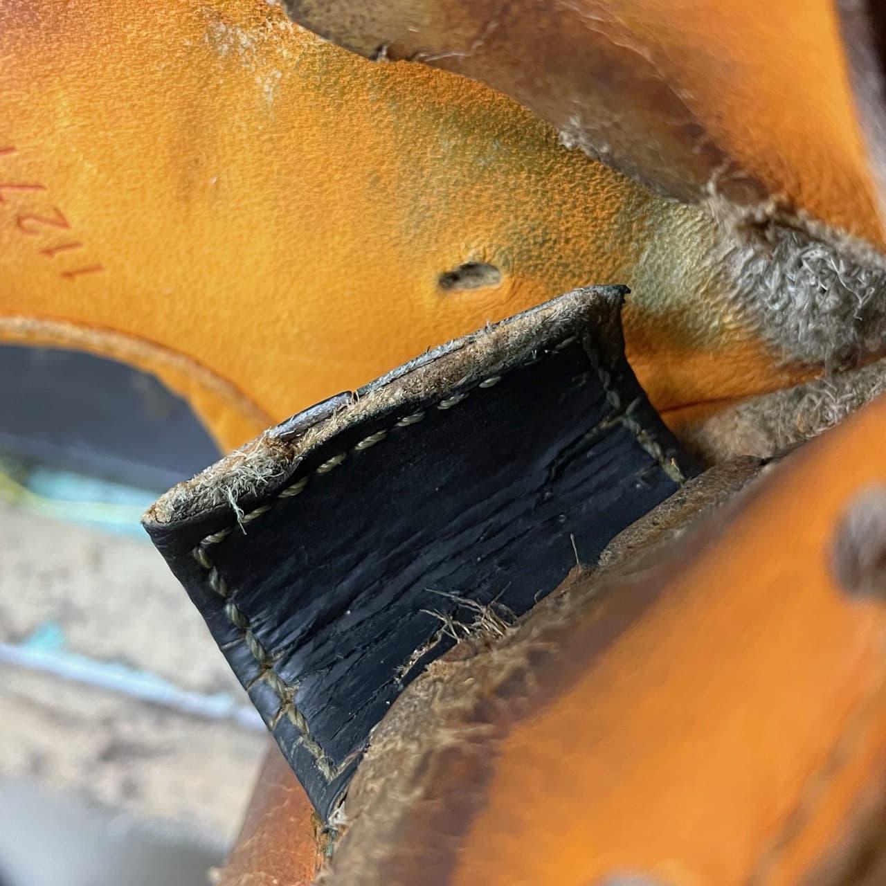 グラブの「親指の指掛け」の修理(固定式)固定部分