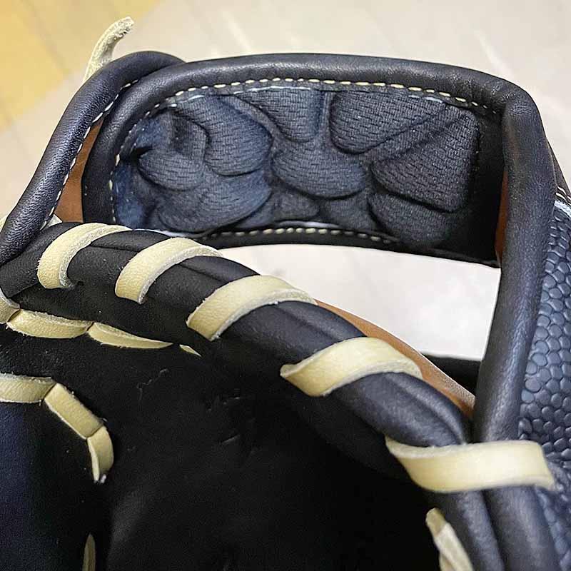 【ウイルソン】硬式野球用グラブ・グローブ(内野手・限定カラー)WTAHWH87H・手首部分のフィット感をあげて手首をよりフィット、クッションパット