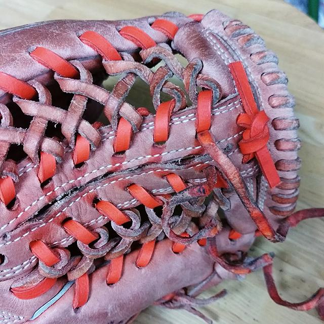 紐の切れたグラブ修理の修理方法